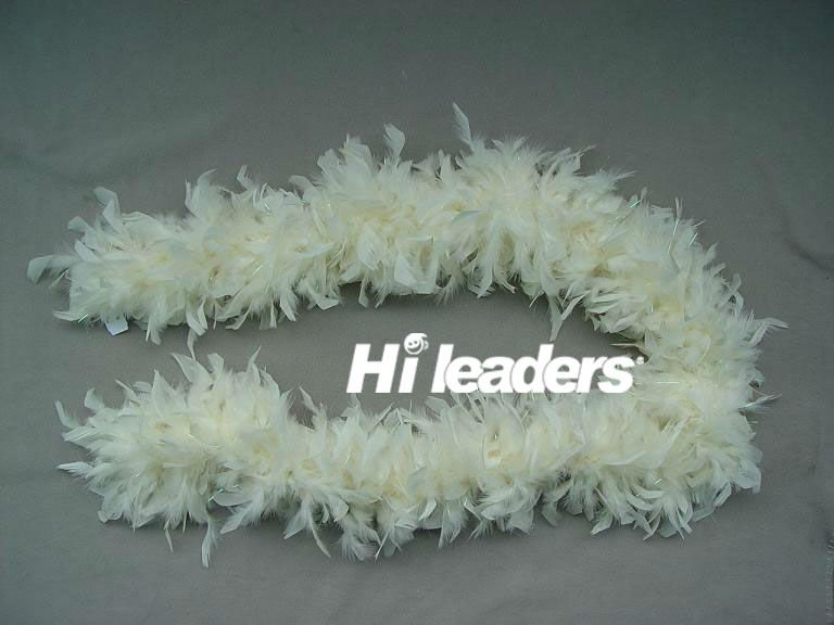 Decorative dyed Chandelle Feather boa